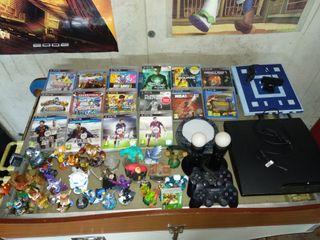 PS3+2 mandos+2 movie+17 juegos+27 Skylanders/base.