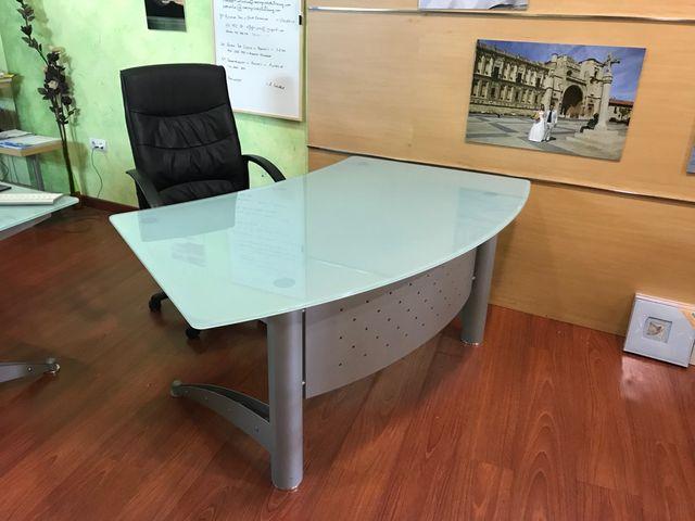 Mesa oficina cristal de segunda mano por 140 € en Villarrodrigo de ...