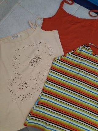 Tres camisetas diferentes