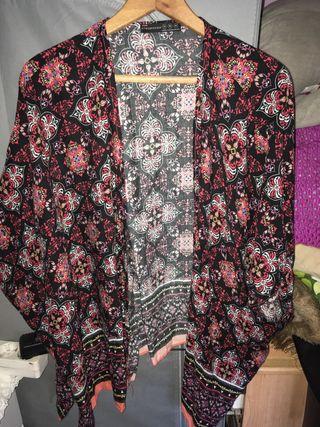 Kimono florado.