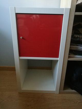 Estanter a kallax blanca con puerta lacada roja de segunda mano por 20 en soto de la moraleja - Estanteria blanca lacada ...