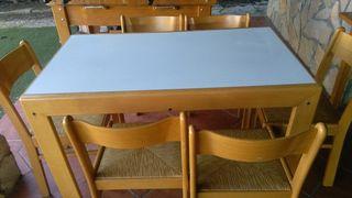 mesa extensible en buen estado