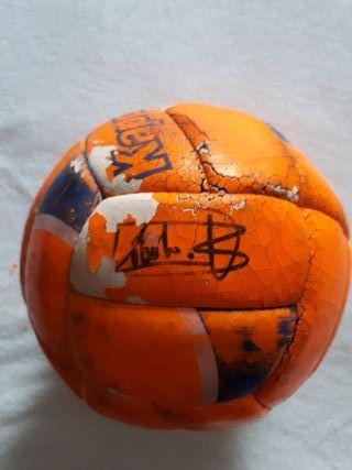 Balón firmado Emilio Butragueño, Michel Salgado...