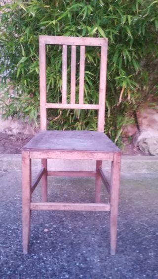 Vendo sillas antiguas.