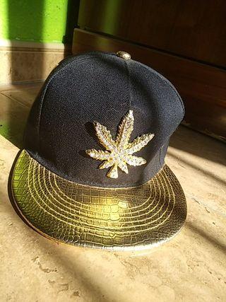 gorra marihuana oro y diamante