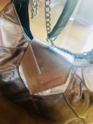 Bolso MISS SIXTY grande, metalizado y con cadenas.
