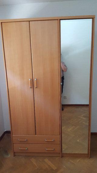Armario dos puertas con espejo