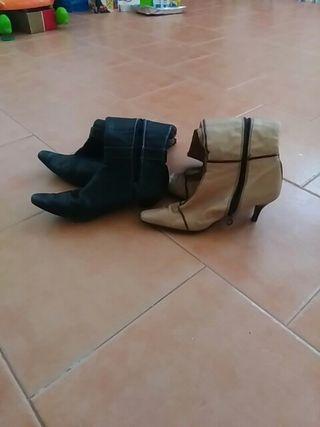 Dos pares de botas de mujer, de cuero, talla 38
