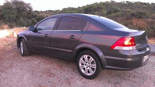 Opel Astra Sedán 2010