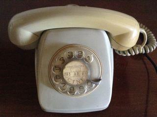 Telefono antiguo blanco