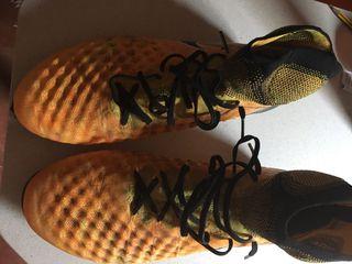 Botas de fútbol del 45