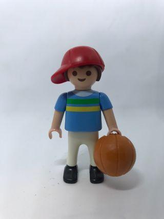 Niño con balón de Playmobil