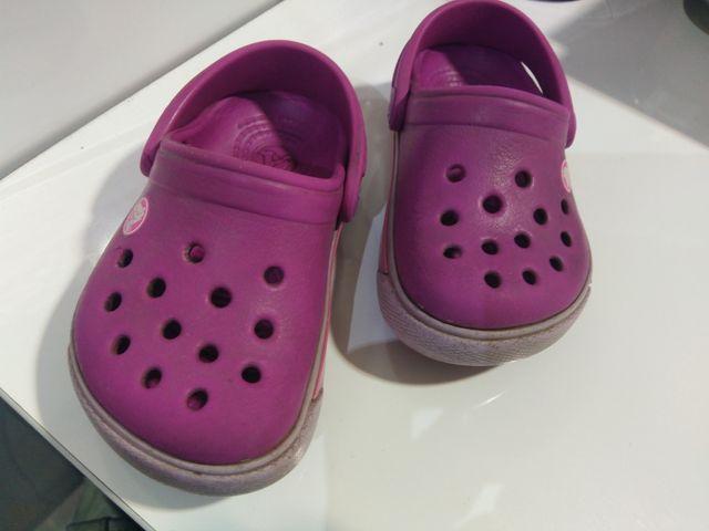 crocs violeta c4 - 5