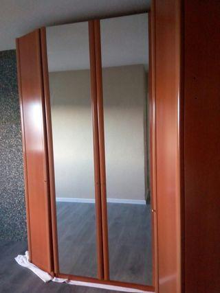 armario habitación con espejo