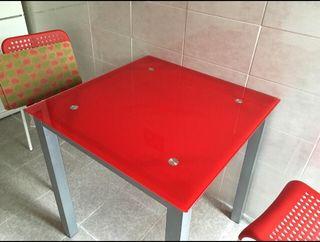 Mesa de cristal roja