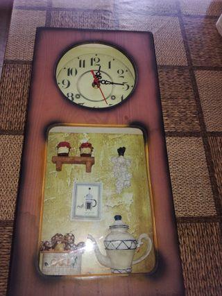 Precioso reloj de pared a pilas.