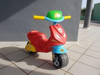 Moto infantil estilo VESPA