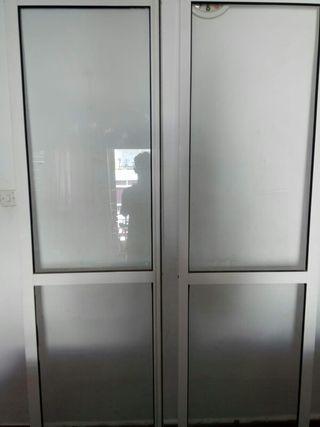 puertas de aluminio muy nuevas