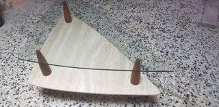 mesa de salon triangular de marmol y vidrio