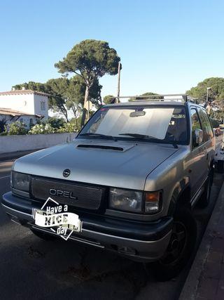 Coche Opel Monterey 4x4