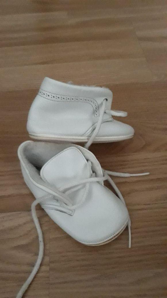 8804bde3f12 Zapatos botitas de piel para bebé de segunda mano por 5 € en Madrid ...