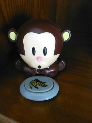 mono seca uñas de niñas