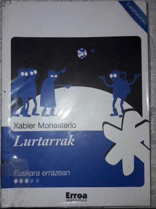 Libro Lurtarrak de Xabier Monasterio