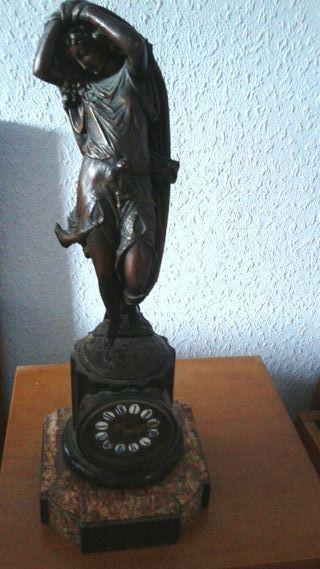 Reloj figura antiguo