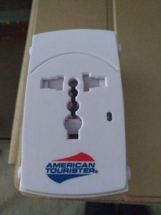 American Tourister adqptador Universal. Seminuevo