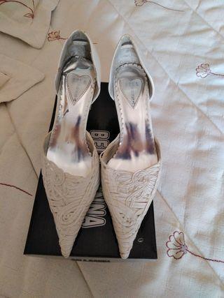 zapatos número 36 blanco tipo nácar
