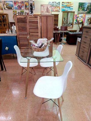 Mesa de cristal con sillas incluidas