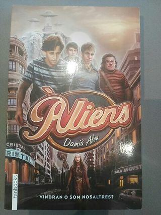 Aliens. Damia Alou