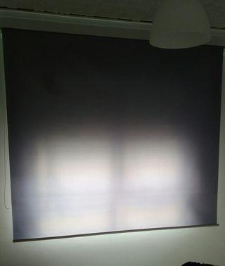 store ventana gris