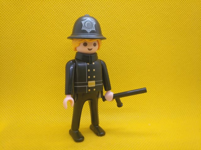 Playmobil bobby ingles policia brit nico de segunda mano for Playmobil segunda mano