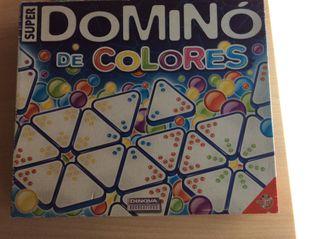 Juego mesa domino de colores