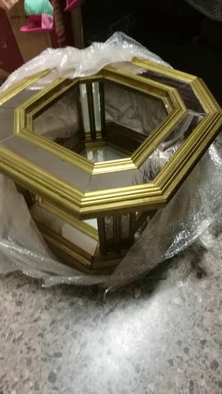 Mesa centro dorada con espejos precio negociable