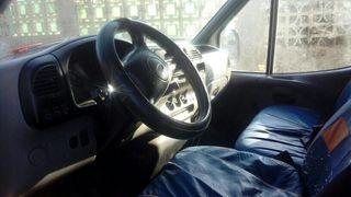 furgon ford transit sobre elevado