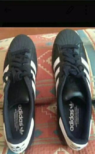 Adidas Superstar ORIGINALES talla 41 1/3