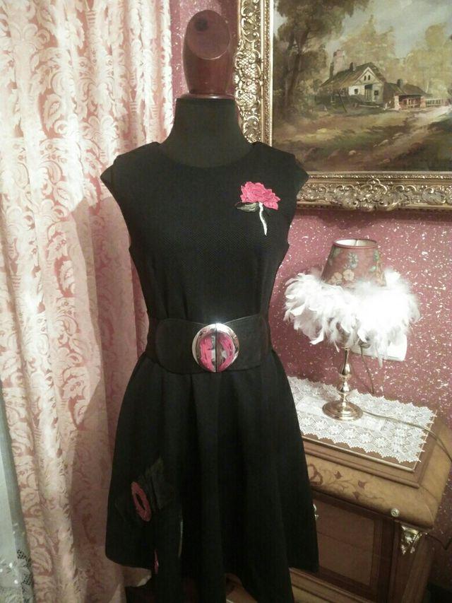 vestido NUEVO negro bordado talla M-L rosas