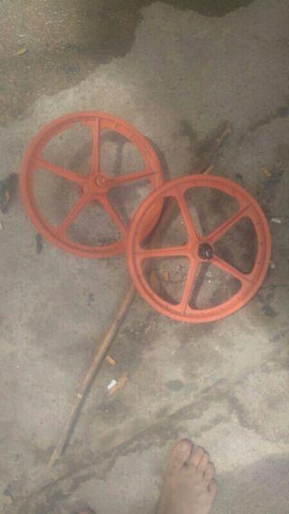 ruedas de palo