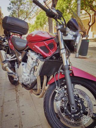 Suzuki bandit gsf 650cc.