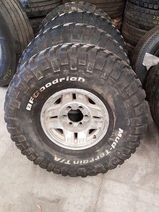 4 neumáticos Bf Goodrich Mud y 4 llantas 15 Toyota
