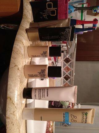 Diversos productos de maquillaje