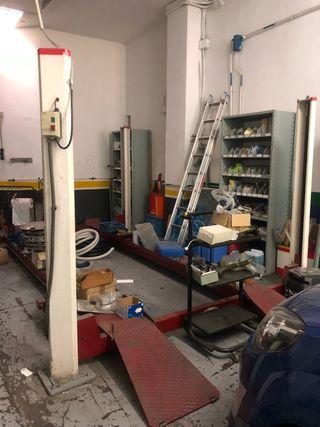Elevador coche taller mecanico