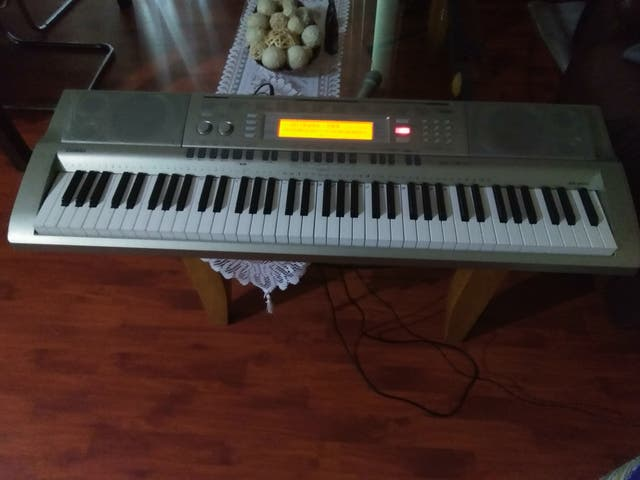 Keyboard cash only no checks no money orders second hand for