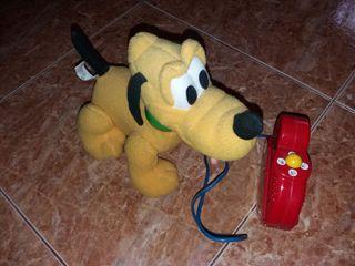 Perrito Pluto teledirigido
