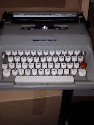 Máquina de escribir olivetti leyera 35
