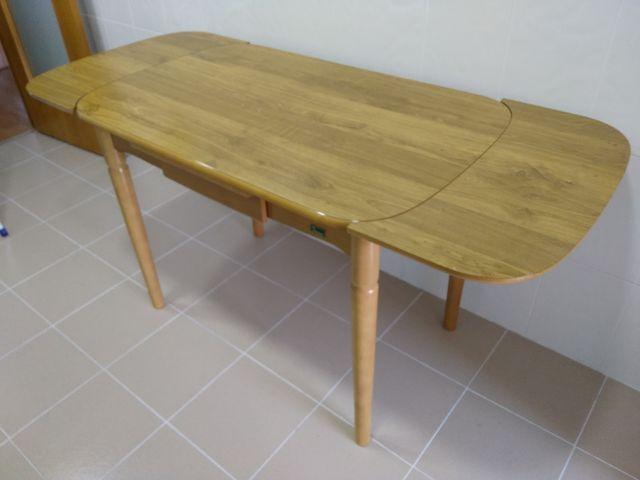 Mesa cocina madera extensible de segunda mano por 70 € en Valencia ...