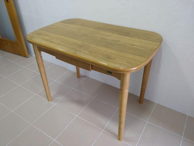 Mesa cocina madera extensible de segunda mano por 80 € en Valencia ...