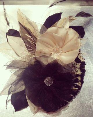 Complementos para el pelo y cinturones florales